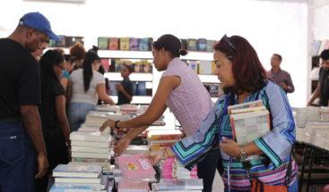 Organización y asistencia de público destacan en primeros días de la Feria del Libro 2018