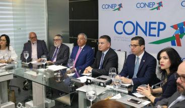 Conep y Ministro de Hacienda analizan situación de economía dominicana