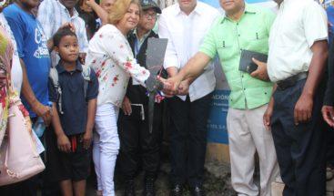 Alcalde del DN da primer picazo para construcción biblioteca en Gualey