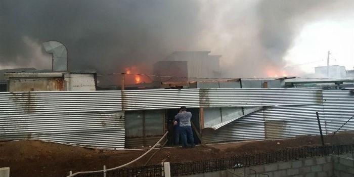 Incendio calcina 60 tiendas en el mercado más grande de Nicaragua