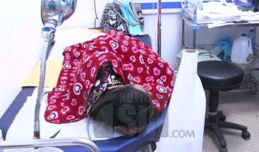 Con cinco agujas incrustadas en el vientre mujer se encuentra ingresada en hospital