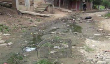 Habitantes de distintas comunidades reclaman arreglo de calles en Dajabón