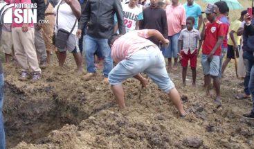 Sepultan cadáver número 72 en cementerio improvisado en Los Alcarrizos