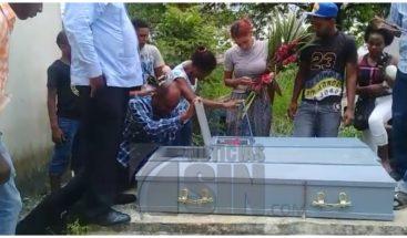 Sepultan restos de hermanos murieron calcinados en Sabana Perdida