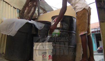 Ocho años sin recibir agua potable en dos sectores de los Alcarrizos