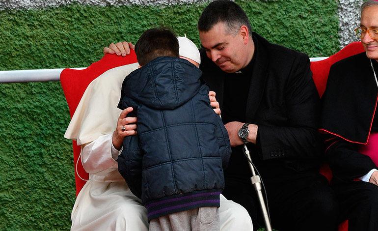 El papa consoló niño que preguntó si su padre ateo estaba en el cielo