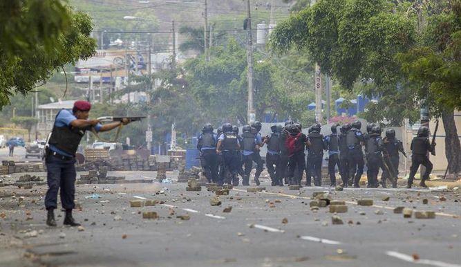 Denuncian saqueos en 2 ciudades en cuarto día protestas en Nicaragua