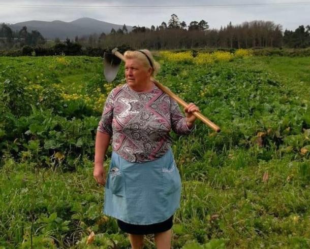 Se viraliza la foto de una mujer gallega por su parecido con Donald Trump