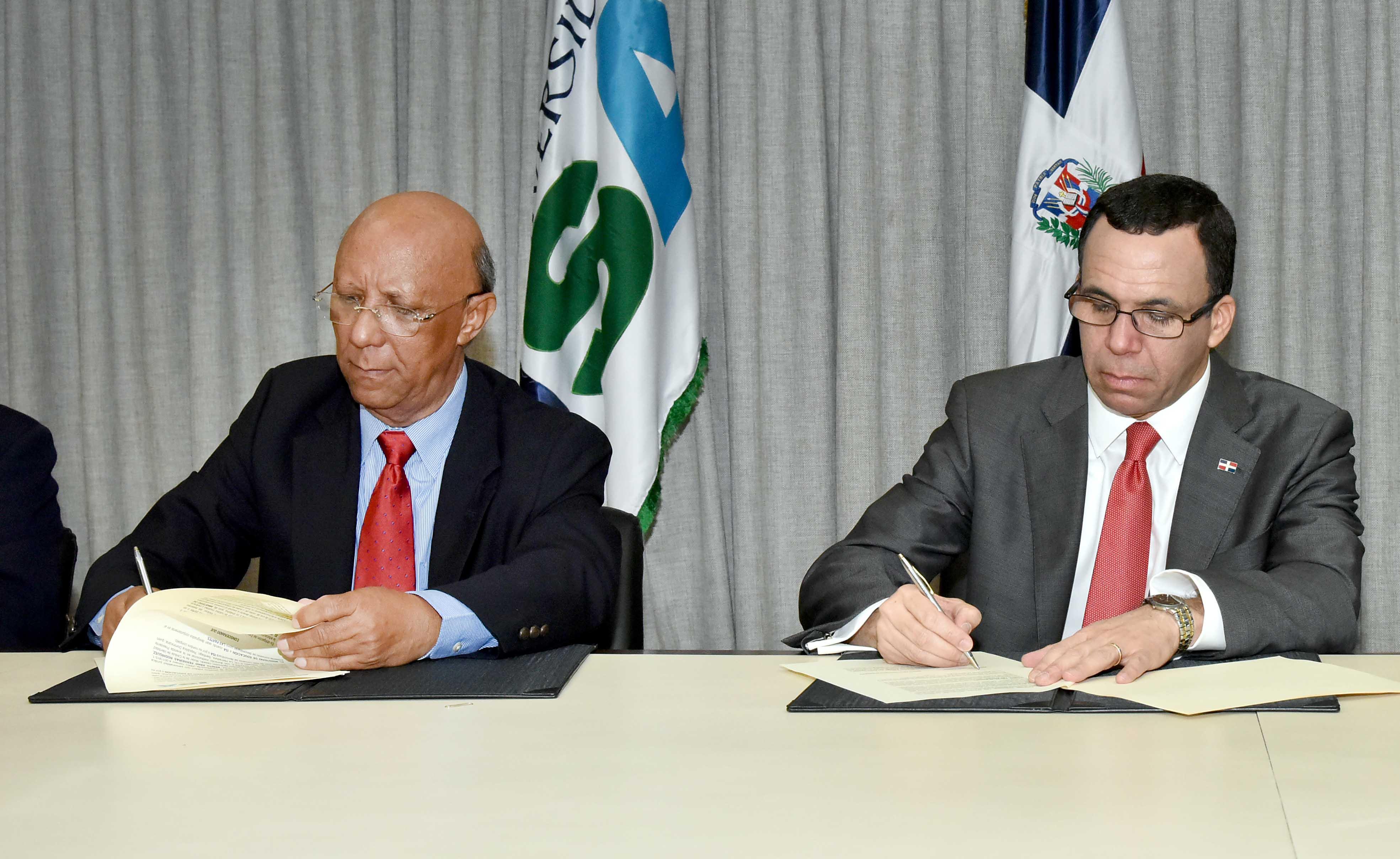 Ministro de Educación firma acuerdo con Universidad Isa
