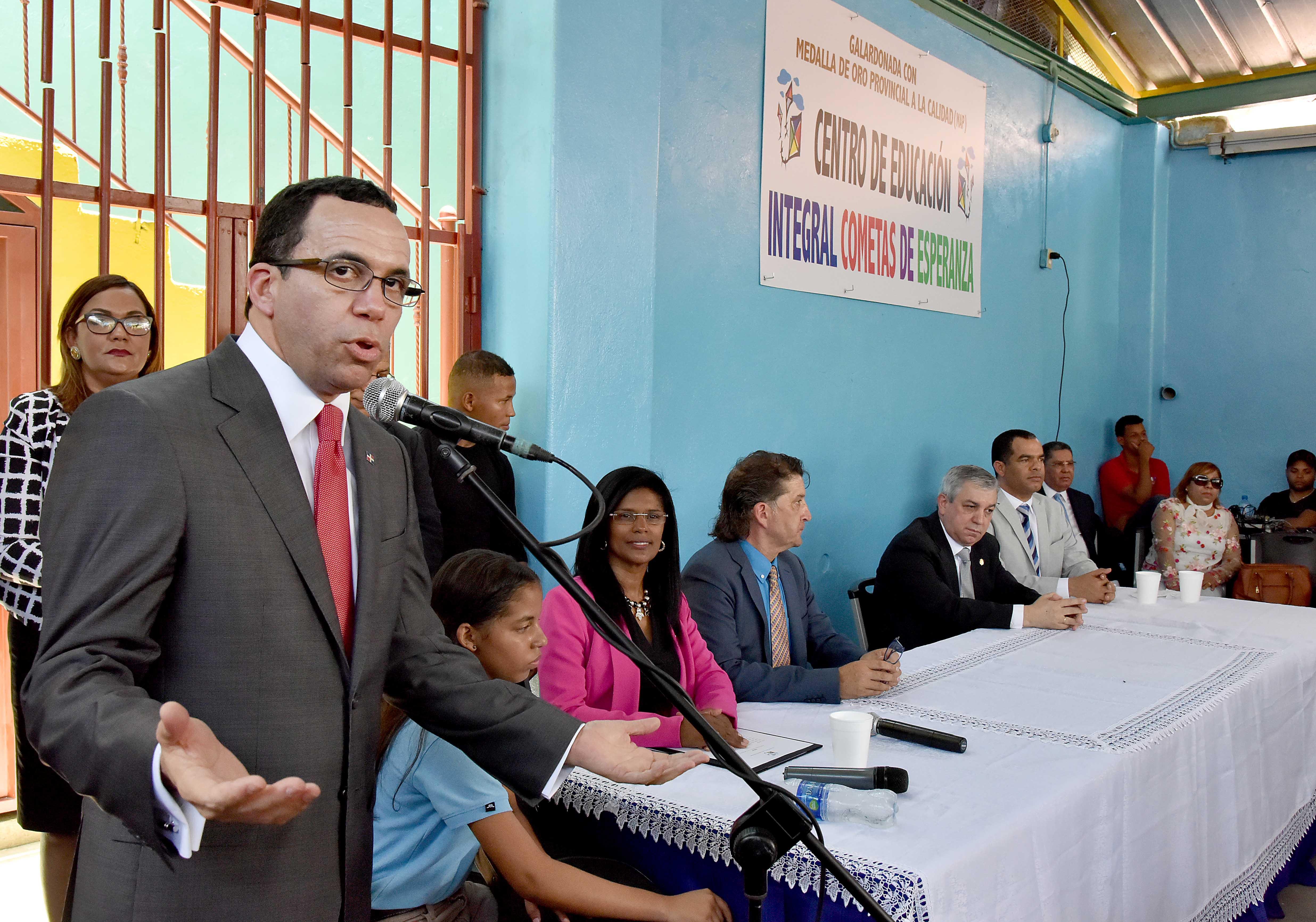 Firman acuerdo para brindar educación a niños vulnerables