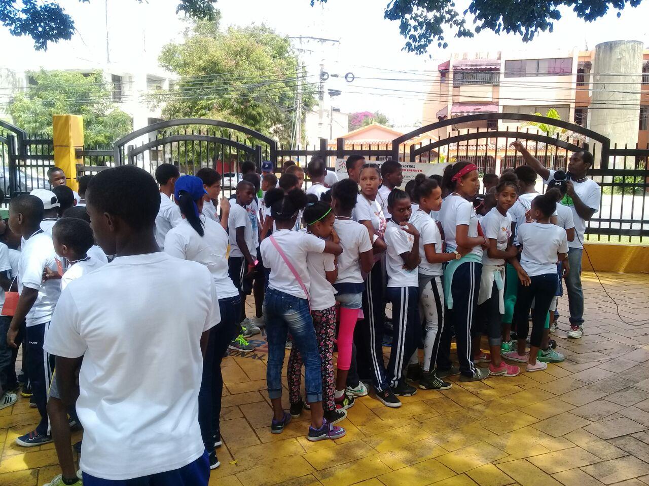 Niños realizan actividad en contra del maltrato y abuso infantil