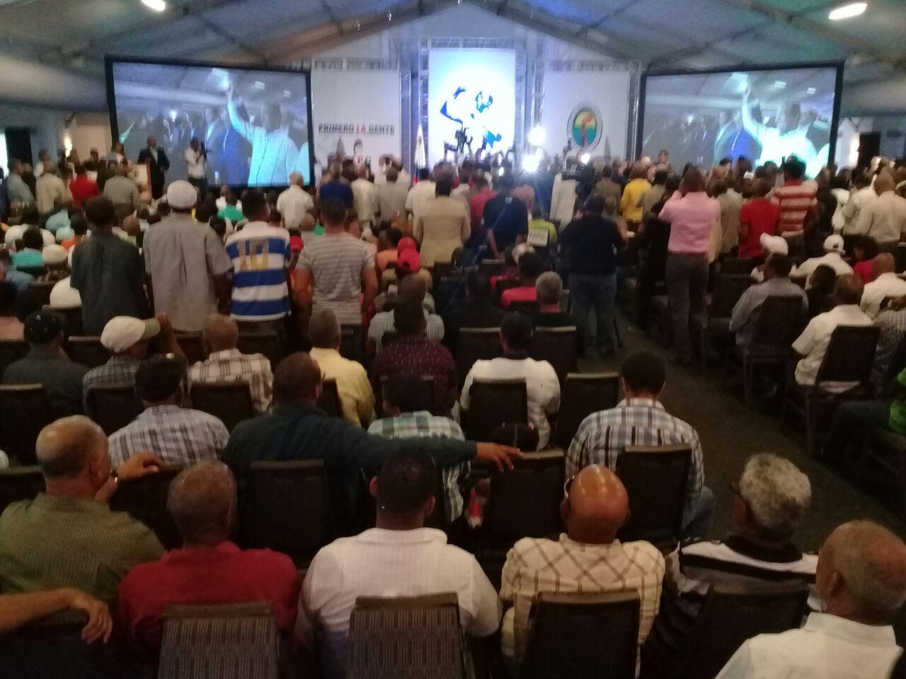 Sindicalista Antonio Marte retorna al PRD; Miguel Vargas lo juramenta
