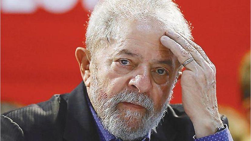 Lula se entrega para cumplir condena de 12 años por corrupción