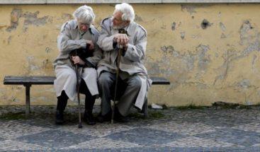 Mayores y dependientes: ¿Cuidar o acompañar?