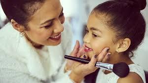 Prohíben los concursos de belleza y modelaje de menores en Bolivia