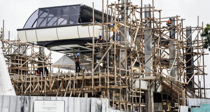 Familias dicen sentir temor por cercanía en construcción teleférico