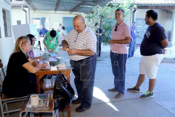 Cierran los colegios electorales en Paraguay, donde hoy se elige presidente