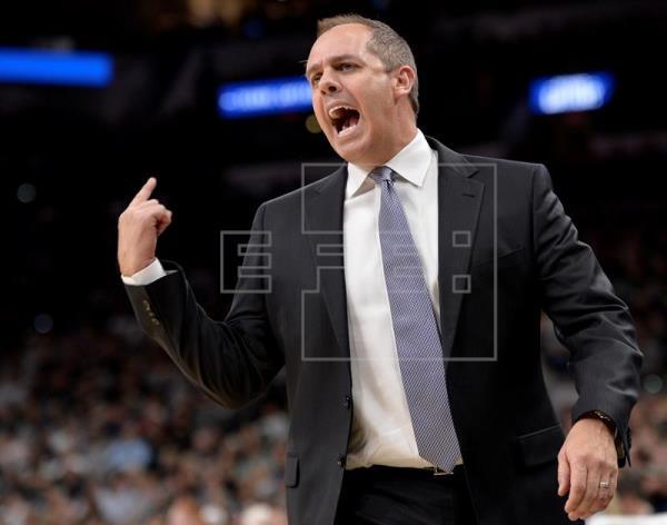 Los Magic despiden al entrenador Frank Vogel