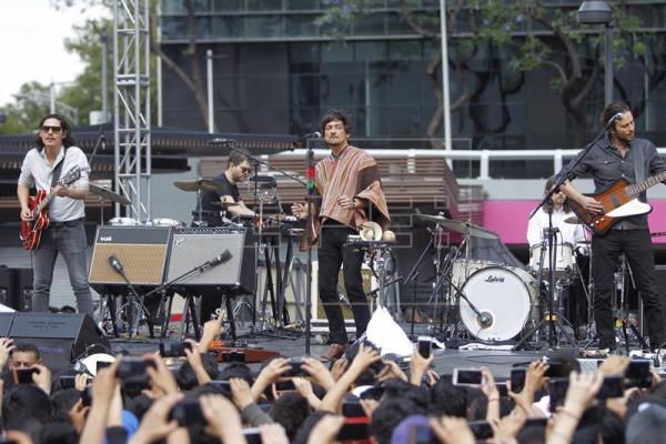 Grupo Zoé asombra a mexicanos con un concierto sorpresa al aire libre