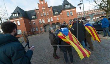 Puigdemont agradece el apoyo recibido al salir de prisión