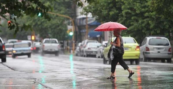 Chubascos dispersos y temperaturas calurosas para este martes, según Onamet