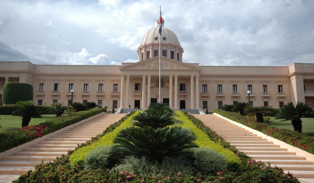 Presidente convoca al Senado y CD para dar a conocer proyectos ley de partidos, entre otros
