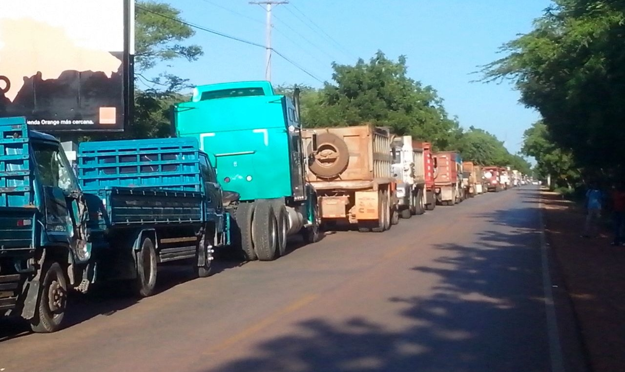 Camioneros posponen paro nacional por demanda de pago
