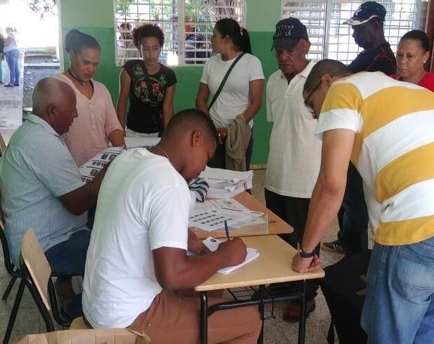 Reanudan convención locales completivas del PRM este domingo