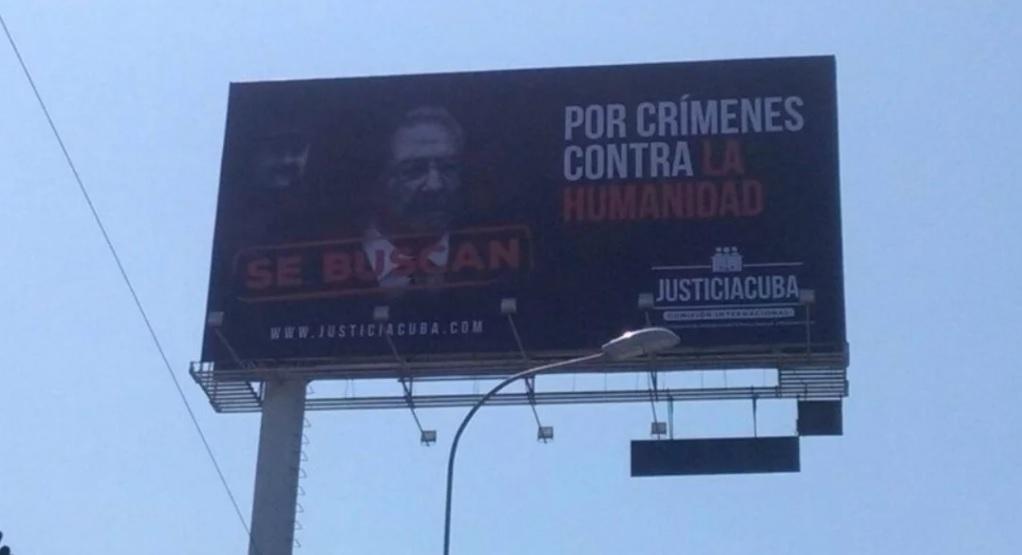 Ponen valla denuncia a Castro y Maduro