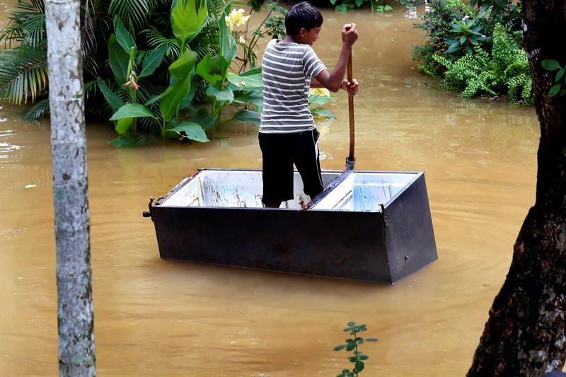 Se elevan a 13 los muertos y a 54.200 los evacuados por lluvias en Sri Lanka