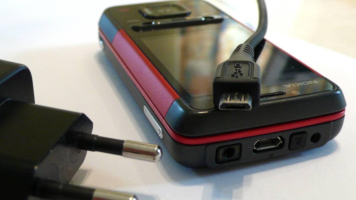 Descubre si el cable de carga de tu smartphone todavía funciona