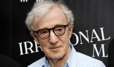 Hijo de Woody Allen lo defiende y acusa a su madre, Mia Farrow, de abuso