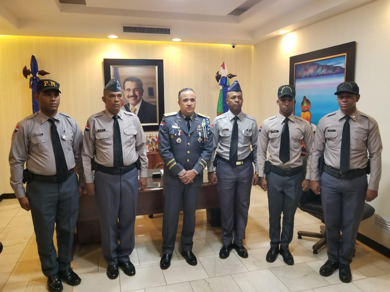 Policía Nacional felicita agentes rechazaron soborno de 150 mil pesos