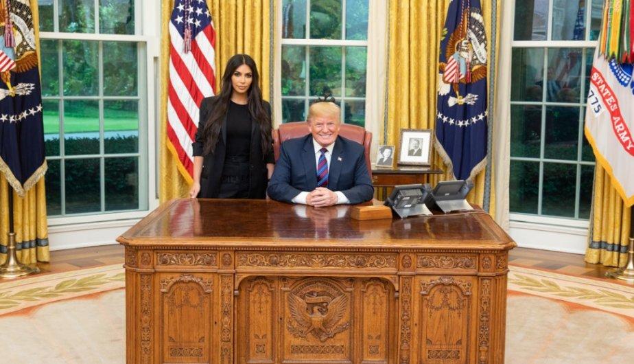 Trump recibe a Kim Kardashian en la Casa Blanca para hablar de cárceles