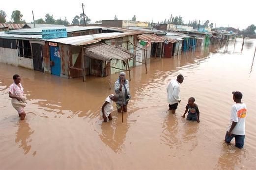 Más de 200 muertos y 300.000 desplazados en Kenia por las fuertes lluvias
