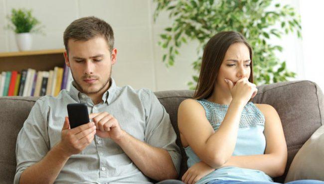 ¿Qué es el 'Phubbing' y por qué daña tus relaciones personales?