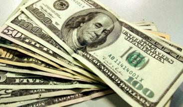 Cliente le deja una propina de US$3.000 dólares a una empleada