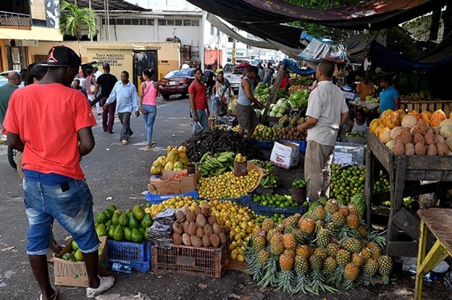 Quejas en plazas comerciales por alzas productos de la canasta familiar