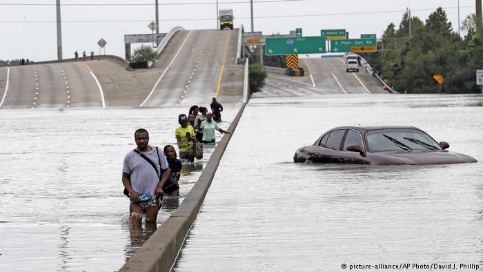 Fuertes inundaciones en Washington dejan un desaparecido y cuantiosos daños