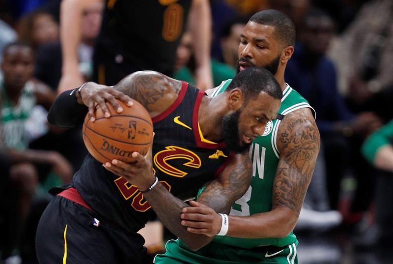 116-86. James y Cavaliers se exhiben ante Celtics y logran primer triunfo