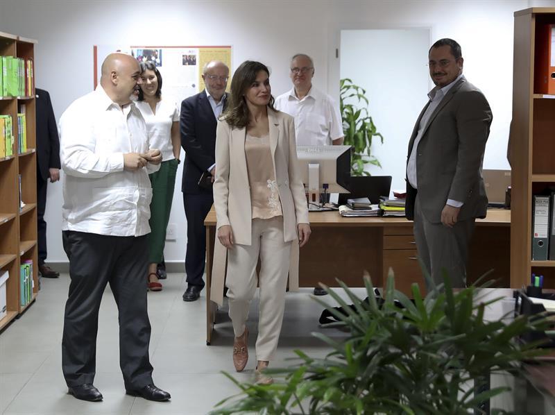 La reina Letizia cierra su visita a Haití y emprende viaje de vuelta a Madrid