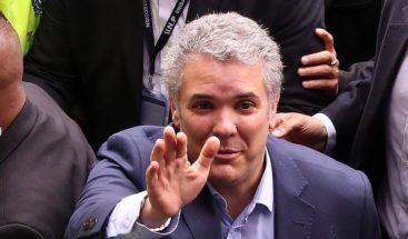 El uribista Iván Duque gana la primera vuelta presidencial colombiana
