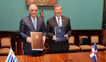 Canciller Miguel Vargas suscribe memorándum en materia consular con Uruguay