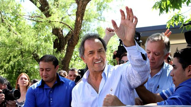 Embargan a ex vicepresidente argentino por irregularidades en obra pública