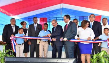 Presidente Medina entrega plantel escolar y estancia infantil en Bahoruco