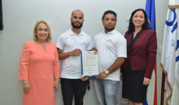 Emprendedores apoyados por Proindustria reciben patente como inventores dominicanos