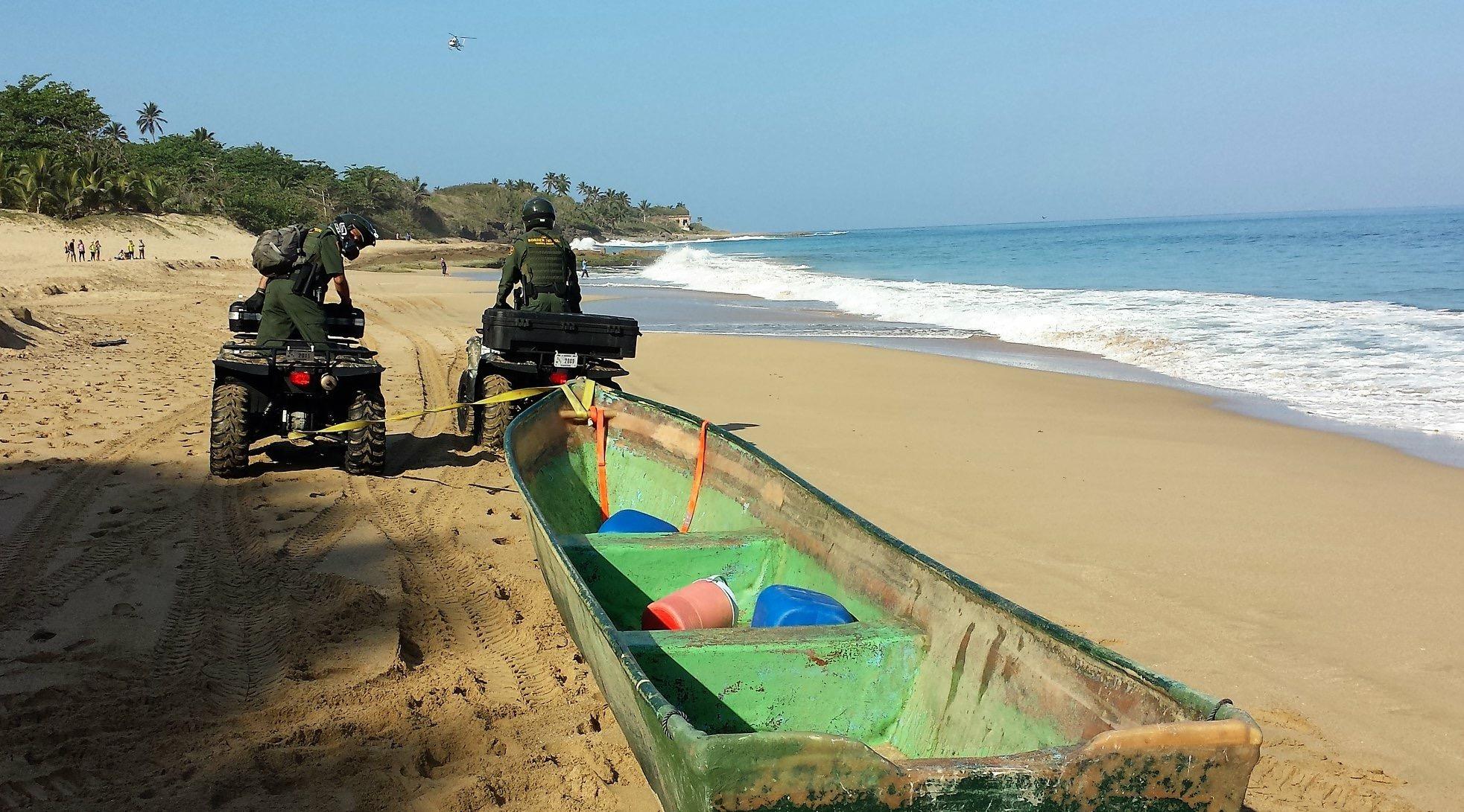 Cinco migrantes dominicanos y tres gallos son interceptados cerca de Rincón, PR