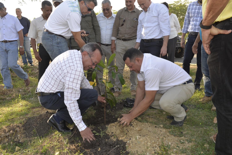 Ministro de Medio Ambiente inicia su gestión por el Jardín Botánico de Santiago
