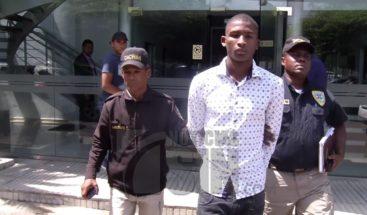 Se entrega a través de Noticias SIN joven asegura Policía busca para matarlo