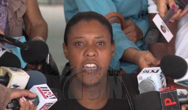 Familiares de Carla Massiel solicitan suspensión de jueza que excluyó a doctora